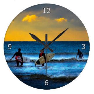 Ta den sist surfan av dagen stor klocka