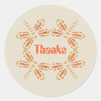 Tack, sländor i orange & solbränna på svart runt klistermärke