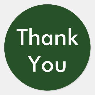 Tackklistermärkear på mörk - grön bakgrund runt klistermärke