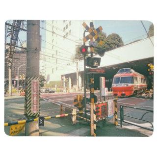 Tåg som korsar den Japan journalen Anteckningsbok