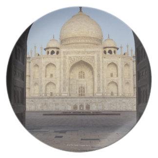 Tajen Mahal som inramas i den Mehmankhana Tallrik