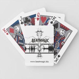 taktmagi som leker kort spelkort