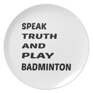 Tala sanning och leka Badminton. Tallrik