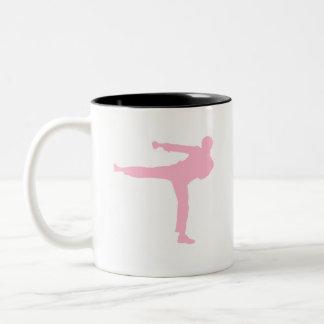 Tända - rosa kampsportar Två-Tonad mugg