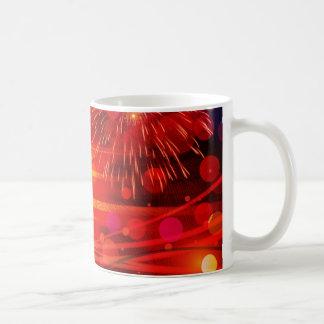 Tända upp de ljusa strålarna och fyrverkerierna kaffemugg