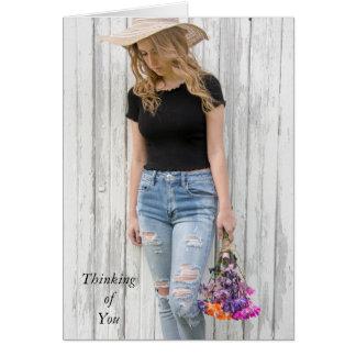 tänkande av du-tonåring flickan med daisy hälsningskort