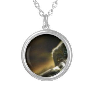 Tänkande gorillaansikte silverpläterat halsband