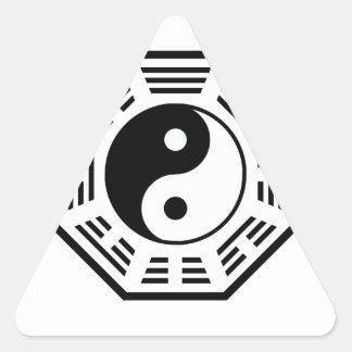 TAO - YIN OCH YANG - ÖSTLIG MYSTIC FÖR TAOISM/LAO TRIANGELFORMAT KLISTERMÄRKE