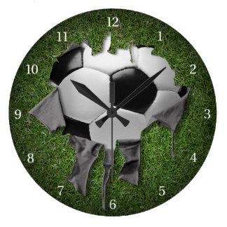Tar tid på den mörka väggen för sönderriven stor klocka