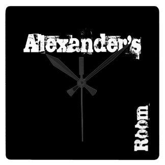 Tar tid på den svart skrapan personifierade väggen fyrkantig klocka