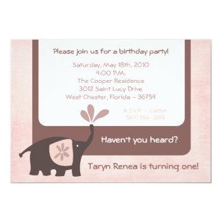 {TBA} den purpurfärgade födelsedaginbjudan för Inbjudningskort