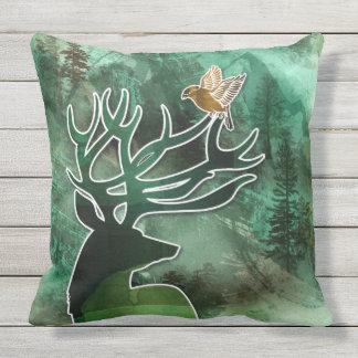 """TCWC - hjort och fåglar """"för skogsmarkharmoni"""" Utomhuskudde"""