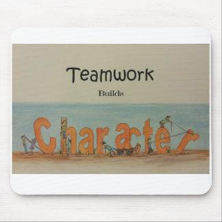 Teamwork bygger teckenet musmattor