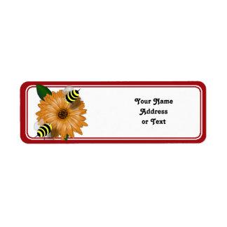 Tecknadhonungbin som möter på orange blomma returadress etikett