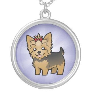 TecknadYorkshire Terrier (kort hår med pilbågen) Silverpläterat Halsband