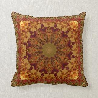 Texturerat inramat rosta och den guld- mandalaen kudde