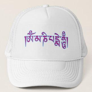 Tibetant mummel för Om Mani Padme skrivar Truckerkeps