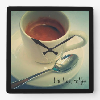 tid för kaffe tar tid på fyrkantig klocka