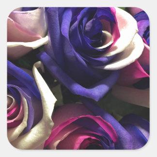 Tiefärgro: Vit, rosor och lilor Fyrkantigt Klistermärke