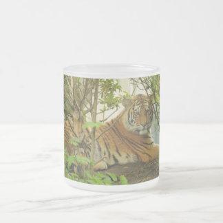 Tiger i skogen frostad glasmugg