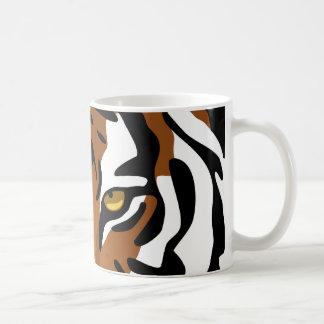 Tiger vild katt på svart kaffemugg