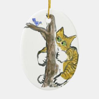 Tigerkattungen klättrar träd som jagar en fågel julgransprydnad keramik