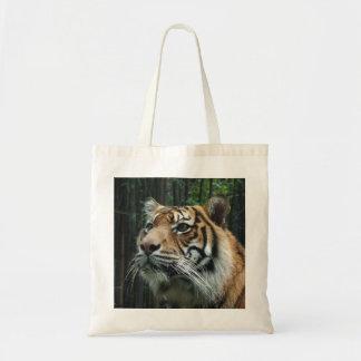 Tigern hänger lös tygkasse