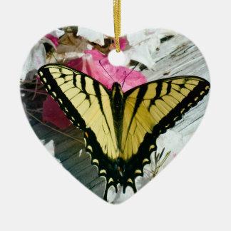 TigerSwallowtail fjäril på Azalea Julgransprydnad Keramik