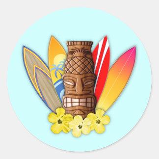 Tiki maskerar och surfingbrädor runt klistermärke