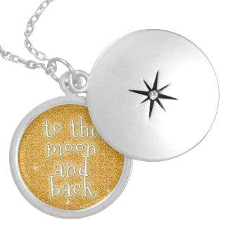 Till månen och den tillbaka guld- fauxen berlockhalsband