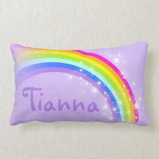 Tillfogar purpurfärgade flickor för regnbåge ditt prydnadskudde