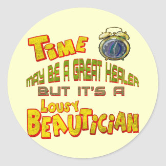 Time är nedlusade T-tröjagåvor för en Beautician Runt Klistermärke