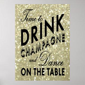 Time som dricker den guld- affischen för champagne poster
