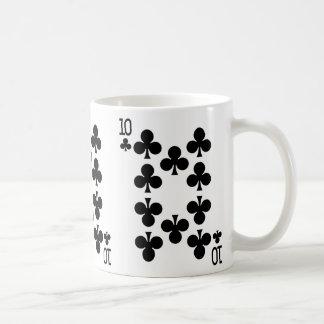 Tio av klubbar som leker kortet kaffemugg