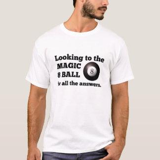 Tittar till bollen för magi 8 för alla t-shirts