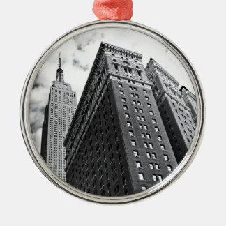 Tittar upp - empire state som bygger - New York Julgransprydnad Metall