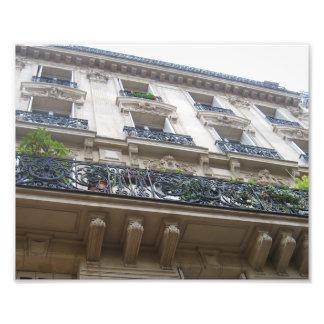 Tittar upp på franska balkonger fototryck