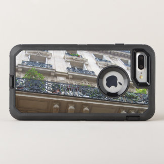 Tittar upp på franska balkonger OtterBox defender iPhone 7 plus skal