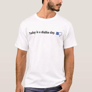 Todayen är en motviljadag - skjortan (svart text) tee shirts