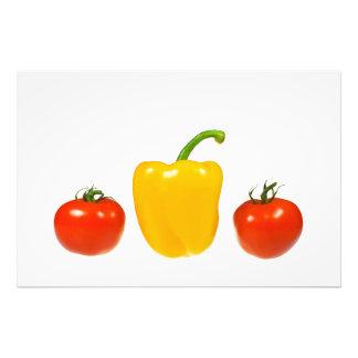 Tomater och peppar med vitbakgrund fototryck