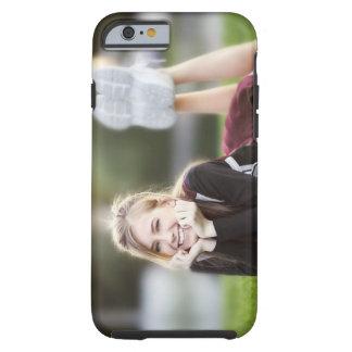 Tonåring att koppla av på gräs tough iPhone 6 fodral