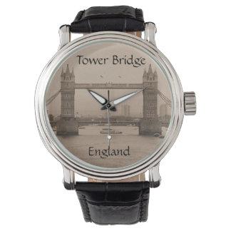 Torn överbryggar den England klockan Armbandsur