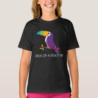 Toucan fåglar av en fjädergrafik tshirts