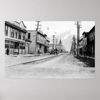 Townen beskådar av Skagway, Alaska fotograferar Poster