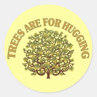 Träd är för att krama runt klistermärke