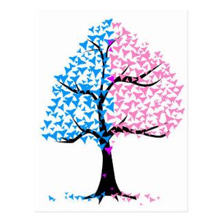 Träd för pojkeflickahjärtor vykort