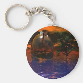 Träd och spheren vågigt in vatten med örnflyg rund nyckelring