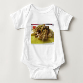 Traditionell italiensk Paccheri pasta med T-shirts