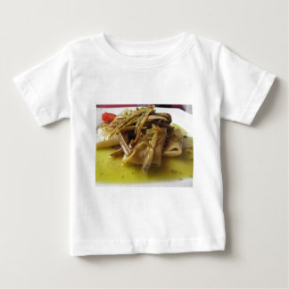 Traditionell italiensk Paccheri pasta med Tee Shirts