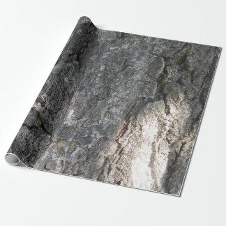 Trädskäll som slår in papper presentpapper